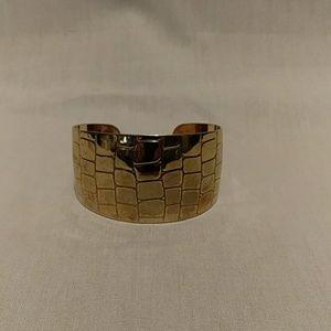 Gold tone cuff alligator design bracelet